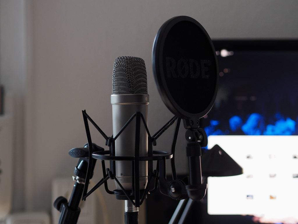 comparing the shure sm58 vs rode nt 1a read this before you buy. Black Bedroom Furniture Sets. Home Design Ideas